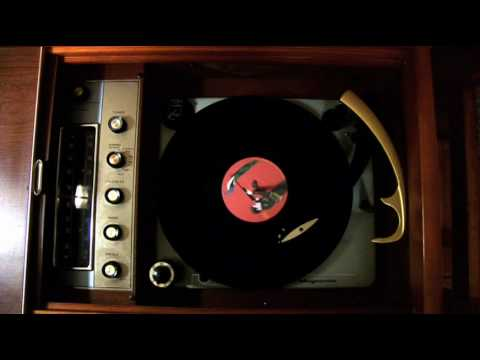 Magnavox Vintage Console Stereo (Record Player and Radio)