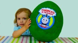getlinkyoutube.com-Паровозик Томас и друзья яйцо с сюрпризом игрушки Giant surprise egg Thomas and friends toys