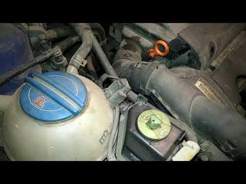 Как снять ремень генератора и натяжной ролик Skoda Octavia Tour
