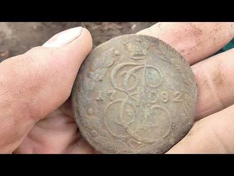 Тяжелая монета с копа в поле