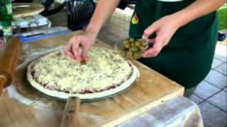 getlinkyoutube.com-Pizza ispod peke obitelji Vujasić