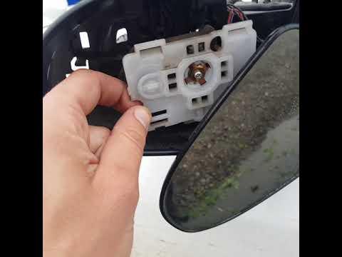 Разбор зеркала и замена повторителя поворотника Тойота камри 50 кузов.