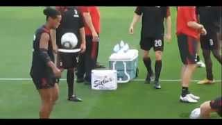 getlinkyoutube.com-Ronaldinho y sus jueguitos