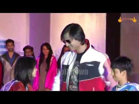 Vivek Oberoi at Zeel Rainwear Fashion Show
