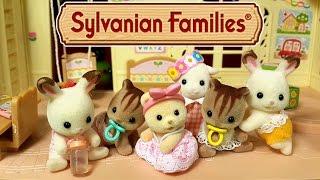 getlinkyoutube.com-Забавный случай в Детском Саду мультик с игрушками Sylvanian Families. Малыш в сундучке