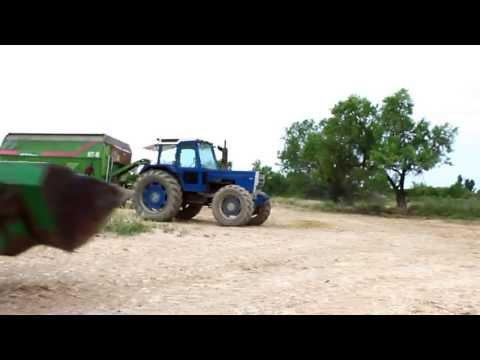 cargando y vaciando el carro mezclador [ganaderia Puyal]