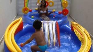 getlinkyoutube.com-Brincando na piscina com a Carol-2 anos e 4 meses.MP4