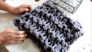 getlinkyoutube.com-How to Arm Knit a Garter Stitch Scarf in 20 minutes - With Simply Maggie