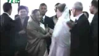 getlinkyoutube.com-Khaleda Zia & Sheikh Hasina - Making Hi Hellow ...
