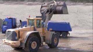 getlinkyoutube.com-Volvo L220E Loading Volvo FH12 480 Truck And Filling The Mixing Plant