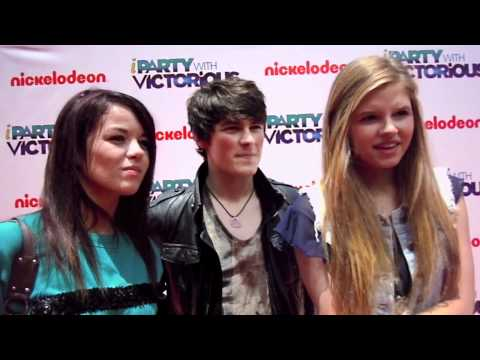 The Cast of House of Anubis Would LOVE to Cross Over with iCarly!