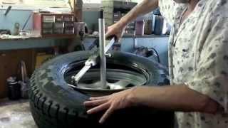 getlinkyoutube.com-Manual Wheel / Tyre changer tool DIY and wobble repair