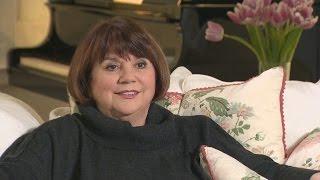 getlinkyoutube.com-Linda Ronstadt Reveals What Life Is Like After Singing Silenced By Parkinson's Disease