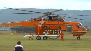 getlinkyoutube.com-Sikorsky-Erickson Air Crane - 'Incredible Hulk' - Start up & Take Off