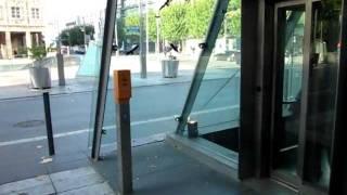 getlinkyoutube.com-Tepper diagonal traction glass elevator at Rathaus subway station in Bochum