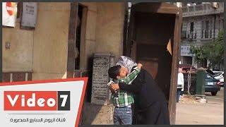 getlinkyoutube.com-شاهد لحظة لقاء طفل بجدته بعد غيابه بمنطقة الإسعاف