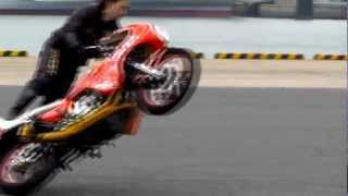 getlinkyoutube.com-JAPANESE FINEST  -  MOTORCYCLE STUNTS、DRIFT (二輪ドリフト、ウイリー)