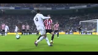 getlinkyoutube.com-Những pha đi bóng và xử lý kỹ thuật chỉ có ở Cris Ronaldo