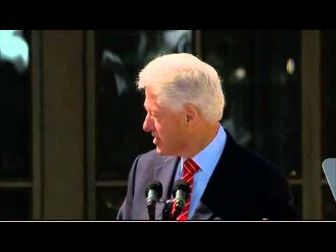 Clinton jokes about nude portraits at Bush library opening