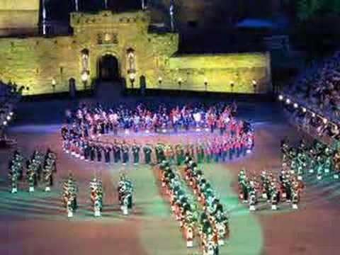Massed Pipes and Drums 2007 Edinburgh Military Tattoo 1