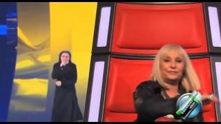 getlinkyoutube.com-hermana  cristina sorprende al jurado de la voz italia
