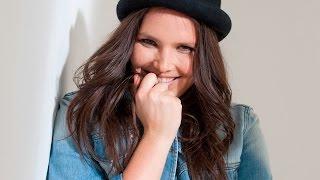 getlinkyoutube.com-Making of : Candice Huffine pour Castaluna - Hiver 2015
