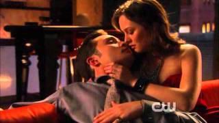 Chuck and Blair all kisses