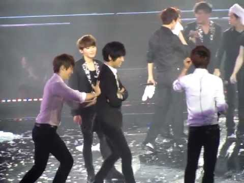 [Fancam] 120219 SS4 Singapore (Day 2) - SJ getting wet Part 3: Yesung, Shindong &   Sungmin