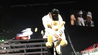 getlinkyoutube.com-GD dancing with a kangaroo! (MADE Tour in Sydney)