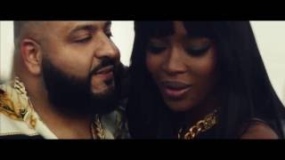 Dj Khaled embrasse Naomi Campbell !