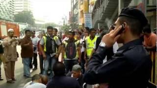 getlinkyoutube.com-abusive malaysia police part 2