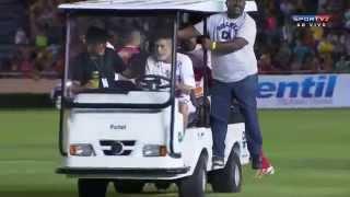 getlinkyoutube.com-Neymar conduciendo el 'Carrito' de primeros auxilios