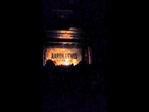 Aaron Lewis performs Rooster by Alice in Chains