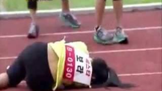 getlinkyoutube.com-Sistar bora accident during 3rd Idol Star Athletics Championship (womens 100m - finals)