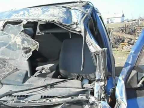 Nissan сильно попал в аварию