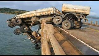 getlinkyoutube.com-Live Truck Accident In The water Bridge