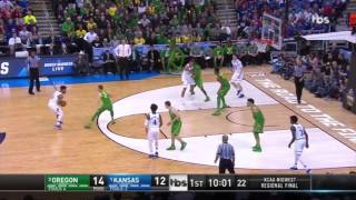 K.U. quedó eliminado tras perder contra Oregon.