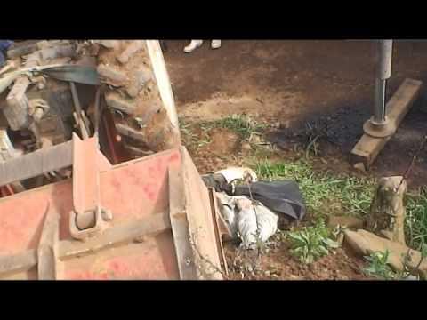 Videira SC, 25-07-14 Trator Tomba e mata Produtor Rural no Rio Tigre
