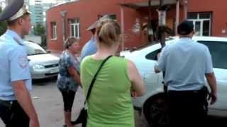 getlinkyoutube.com-Пьяная женщина за рулем Приоры. Сызрань