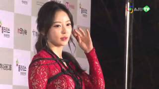 "getlinkyoutube.com-[AJU TV] 한세아 레드카펫 동영상, 밧줄 묶고 팬티노출까지 ""작정한 의상?"""