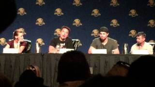 getlinkyoutube.com-#Arrow Olicity Quiz with Stephen Amell and Cammienray