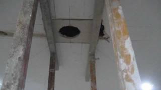 getlinkyoutube.com-Cómo hacer agujeros para empotrar focos en techo de bovedilla.