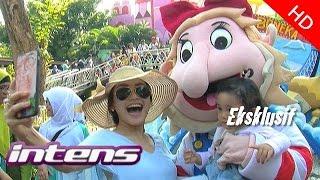 getlinkyoutube.com-Ayu Ting Ting Ajak Keluarga Besar Liburan - Intens 23 Juli 2015