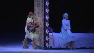 getlinkyoutube.com-RAW Disney on Ice presents Frozen: 'Do You Want to Build a Snowman?'