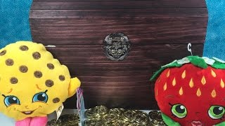 getlinkyoutube.com-Blind Bag Treasure Chest Shopkins MLP Hello Kitty Frenzies Disney Frozen Funko Surprise Egg Unboxing