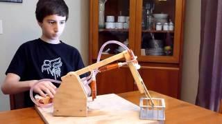 getlinkyoutube.com-Syringe Actuated Mechanical Arm (grade 8 project) (video 2)