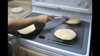 getlinkyoutube.com-طريقه عمل الرغيف الشامى بدون أستعمال  الفرن white pita bread