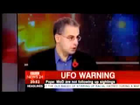 BBC REPORTS A POSSIBLE ALIEN INVASION NEW video of UFO