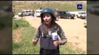 getlinkyoutube.com-إسرائيلي يستفز مراسلة فلسطينية على الهواء.. فكيف ردت عليه؟