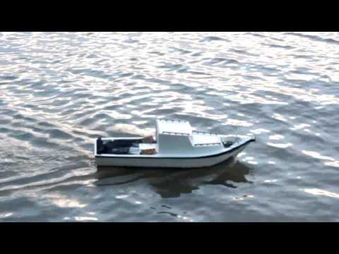 Barco Artesanal de Madeira Com Controle Remoto